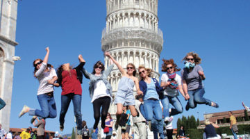 Group jumping in front of the Tower of Pisa