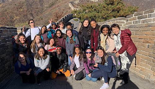 Students pose on the Great Wall of China