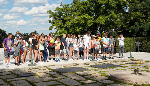 ACIS USA students viewing the Arlington Cemetery Eternal Flame
