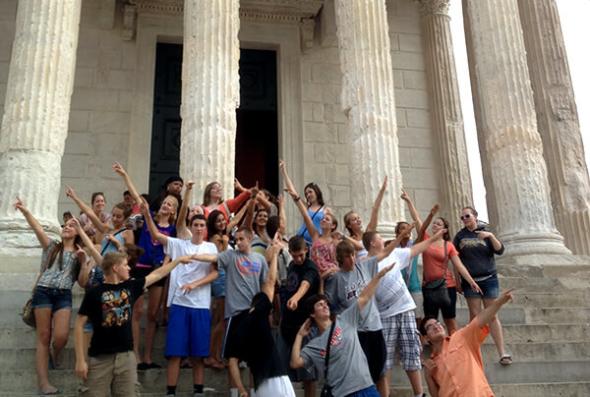 Students posing at Nimes