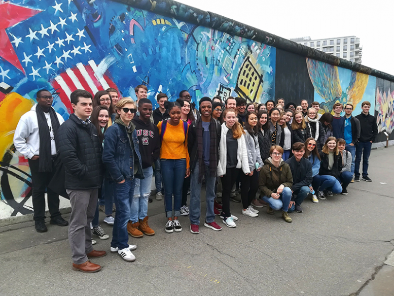 ACIS group in front of the Berlin Wall